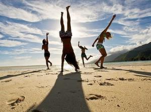 -на-пляже-300x223 Спонтанные танцы