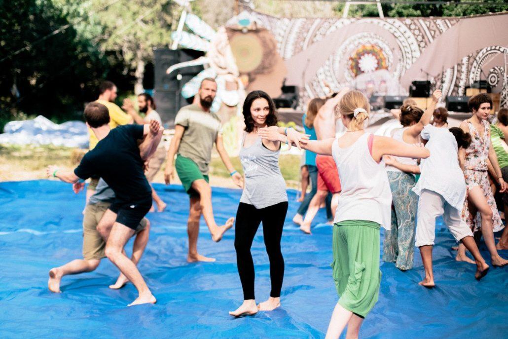Nl0_Ppnj2PU-1030x687 Исследуем движение - учимся в танце!